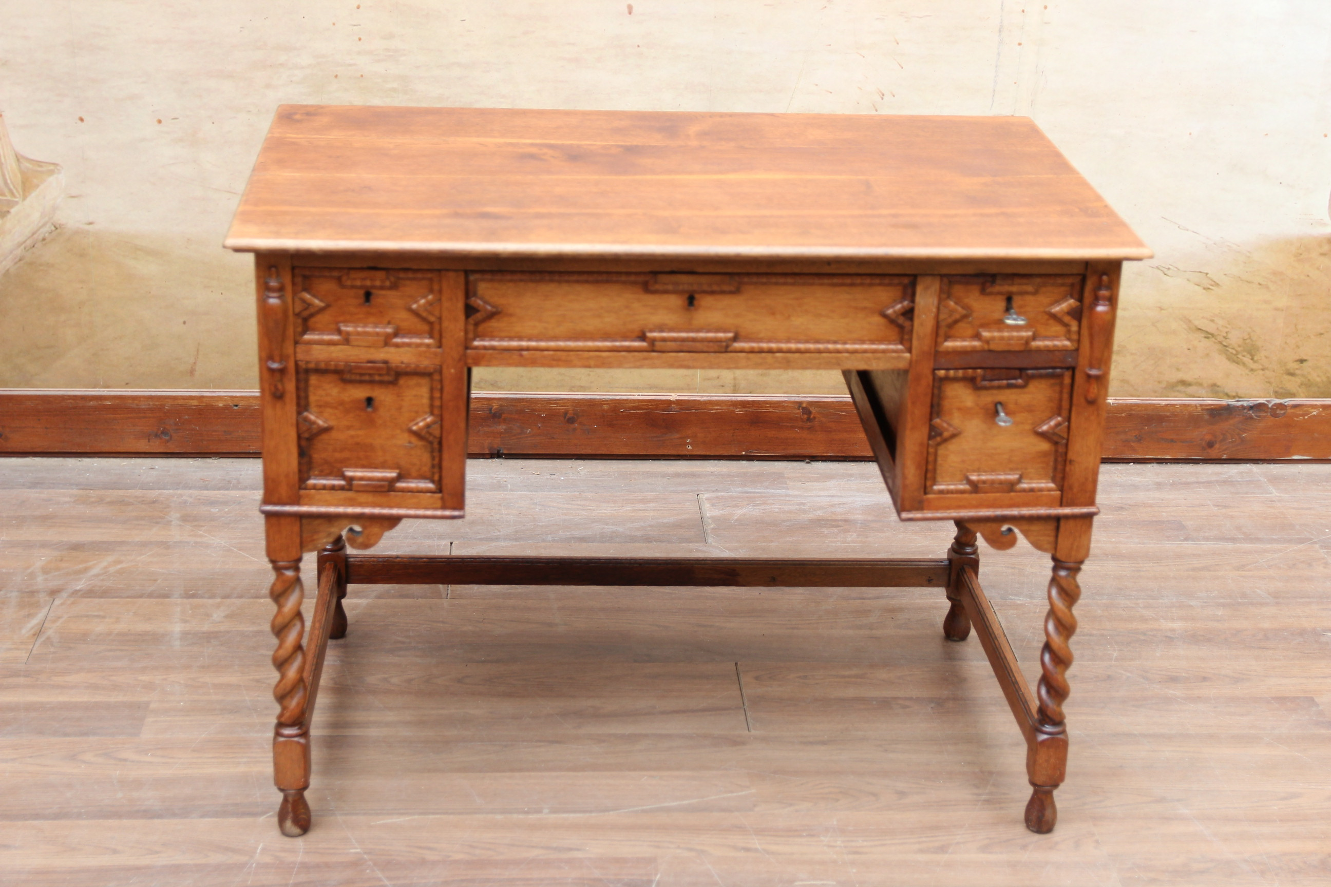 Gründerzeit Schreibtisch