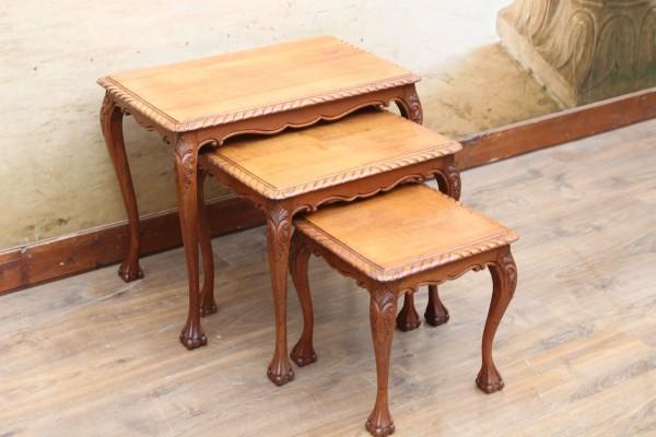 3 barocke Tischchen - Beistelltische