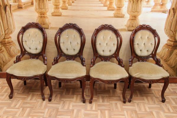 4 barocke Stühle