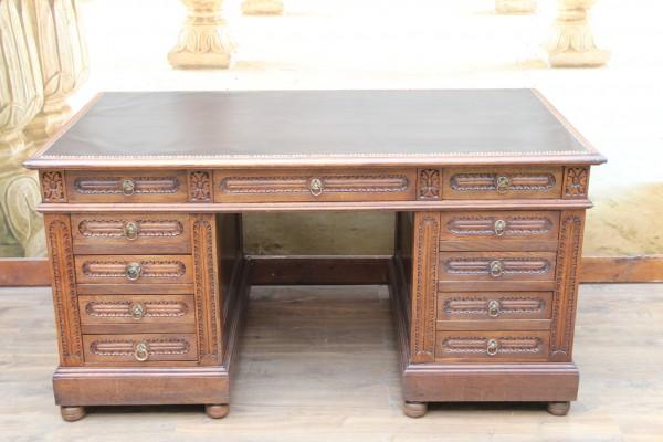 großer Gründerzeit Partner - Schreibtisch